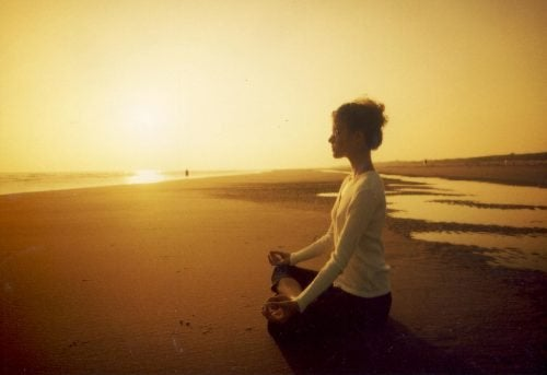 la meditazione quotidiana consente di alleggerire lo stress