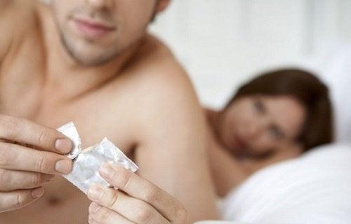 preservativo contro le malattie sessualmente trasmissibili