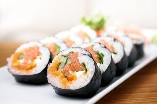 l'alga nori è impiegata nella preparazione del sushi