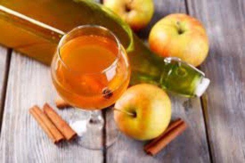 8 benefici di un cucchiaio di aceto di mele al giorno