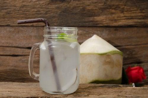 Ridurre la pressione alta con l'cqua di cocco