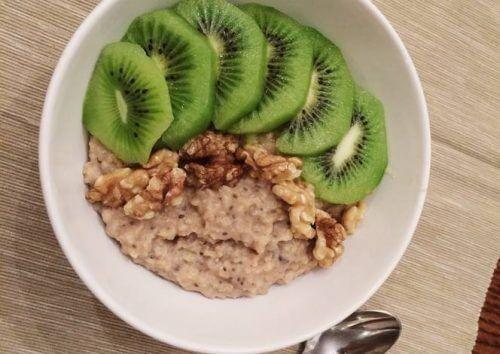 Avena e kiwi alimenti alcalini