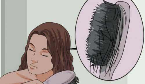 Problema dei capelli deboli: cause e alimenti anti-caduta