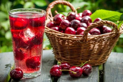 acqua aromatizzata alla ciliegia