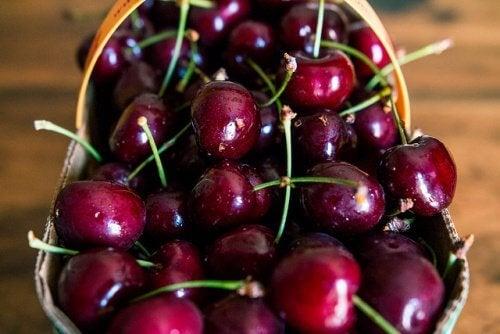 le ciliegie sono ideali per combattere l'artrite