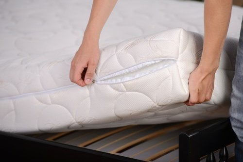 Disinfettare il materasso