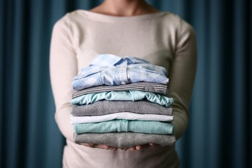 abiti puliti a secco con la maizena