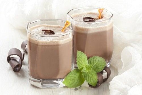 frullati pieni di proteine al cacao