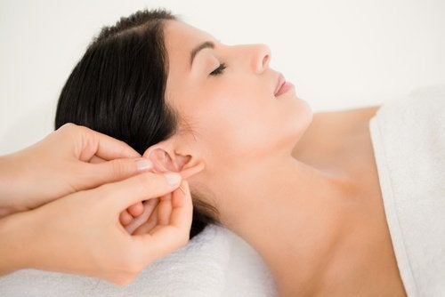 Massaggio alle orecchie