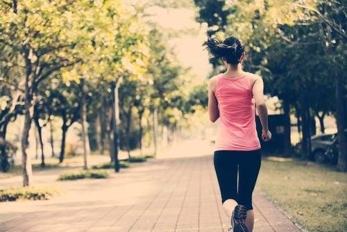 4 trucchi per mantenersi in forma anche se si ha poco tempo