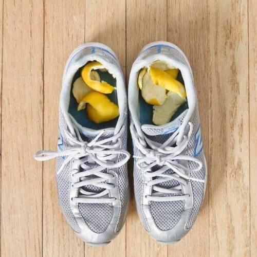 scarpe con scorze di agrumi