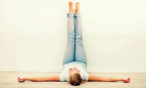 Cuscino Per Sollevare Gambe.Benefici Del Sollevare Le Gambe Ogni Giorno Per 20 Minuti Vivere