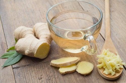 tisana allo zenzero e miele contro l'acidità di stomaco