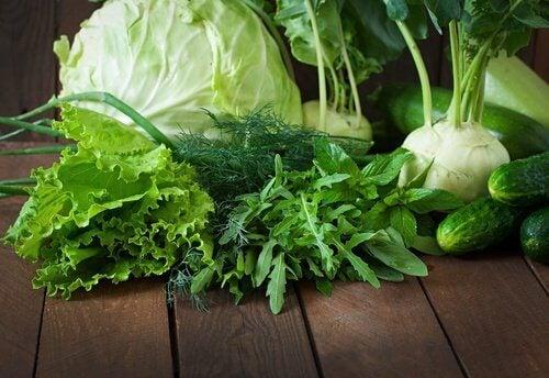 verdure a foglia verde per contrastare l'invecchiamento