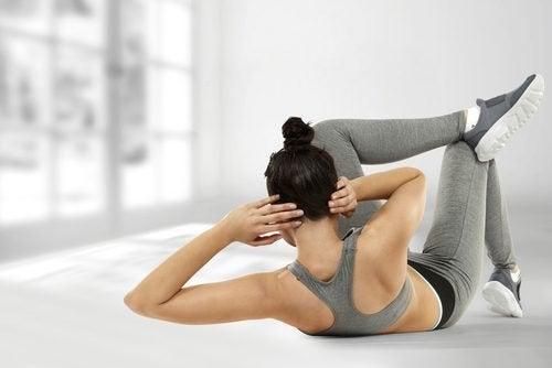 Gli addominali obliqui sono esercizi che aiutano a ridurre la pancia