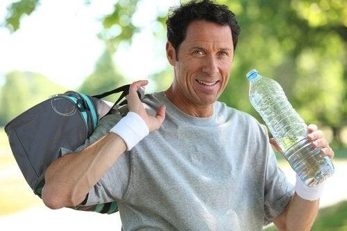 Se si beve acqua si suda di più