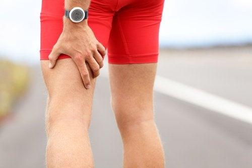 Uomo dolore alla gamba