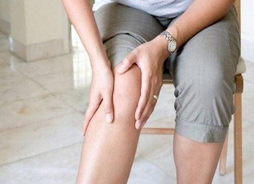 Ridurre il dolore alle ginocchia con 10 trucchi in cucina