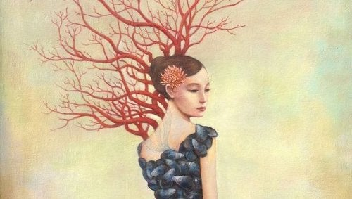 Donna con fiore fra i capelli