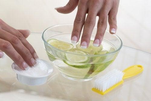 aglio e limone tra i rimedi naturali contro l'onicofagia