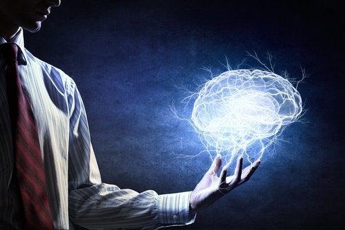 Fermare un attacco di panico calmando i pensieri