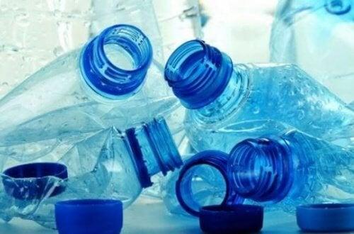 bottiglie vuote per allenarsi in casa