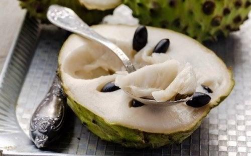 La cherimoya: un frutto esotico dalle numerose virtù