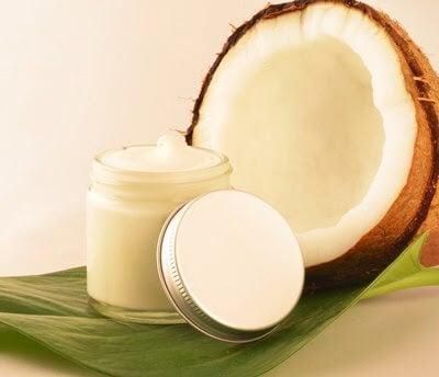 olio di cocco per proteggere la pelle