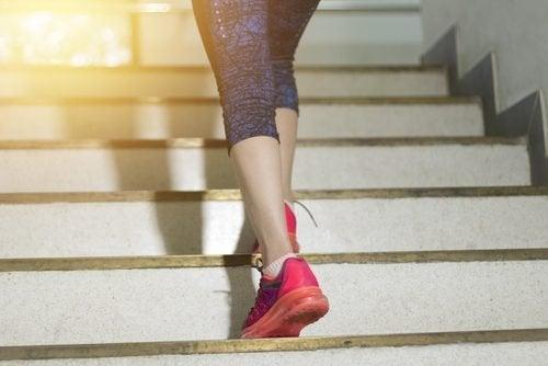 fare le scale aiuta a bruciare calorie