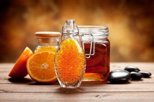 arancia con miele e cannella è un'ottima colazione per chi soffre di fibromialgia