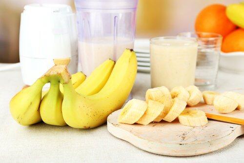 6 buoni motivi per mangiare banane tutti i giorni
