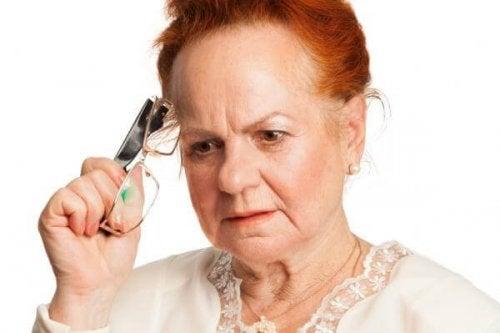 Donna con demenza senile