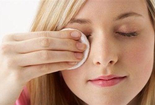 per avere una pelle brillante e perfetta, è importante prendersene cura impiegando degli oli naturali
