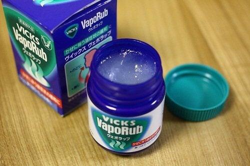 vicks vaporub per ridurre l'acne