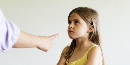 urlare contro i bambini può minare la loro autostima