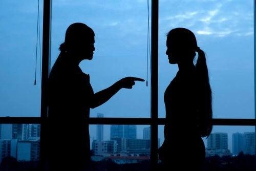 Gli altri sono il nostro specchio: cosa cercano di mostrarci?