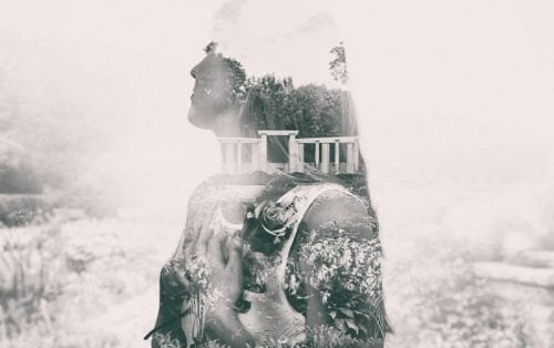 Donna riflette paesaggio