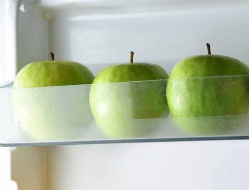 mele verdi in frigo