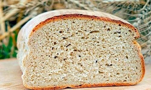 pane per la zuppa di pomodoro