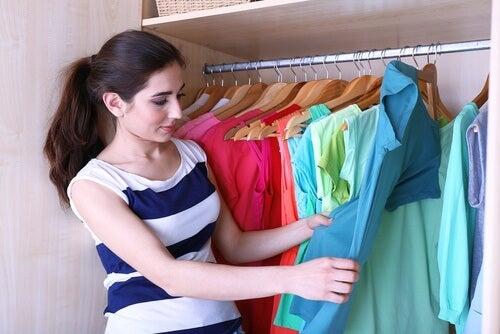 5 trucchi per avere più spazio nell'armadio