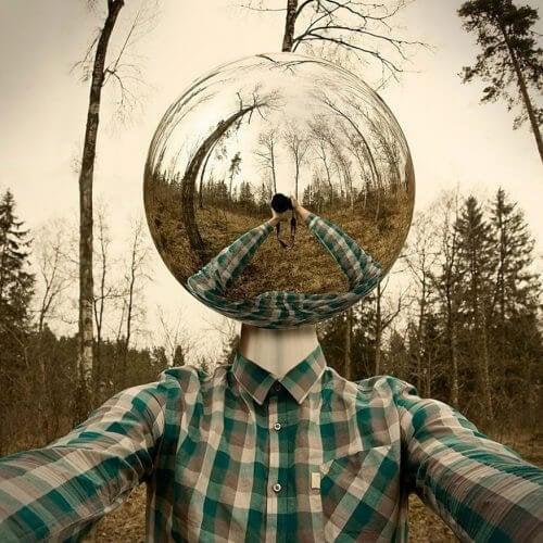 Ragazza con sfera