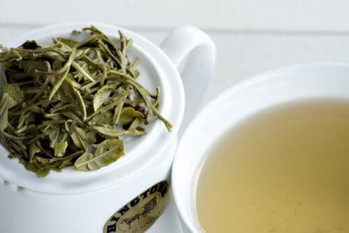 tè bianco per infusione in foglie