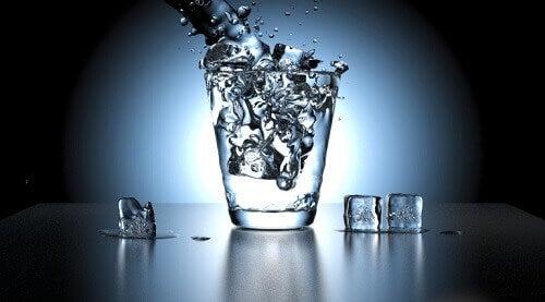L'urina ha un cattivo odore spesso e volentieri a causa della disidratazione.