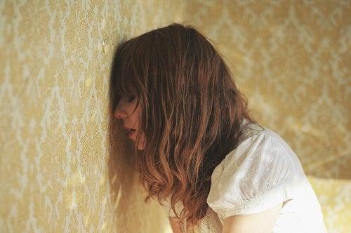Donna con attacco d'ansia