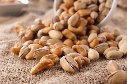 Se non vengono messi a bagno la frutta secca e i semi impediscono l'assorbimento dei sali minerali