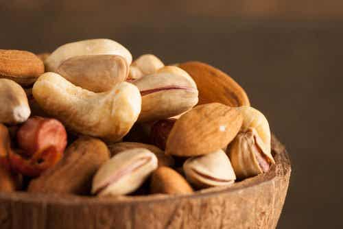 La frutta secca e i semi: perché bisogna metterli a bagno?