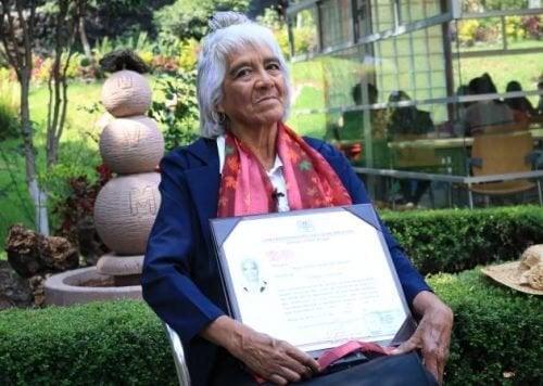 María Dolores Ballesteros: 80 anni e il terzo titolo universitario