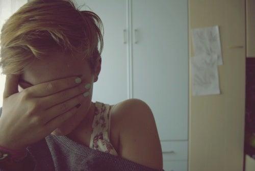 Ragazza che piange