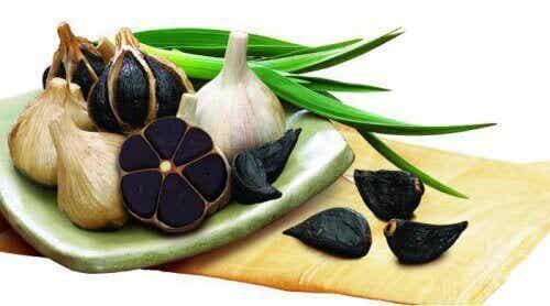 Gli incredibili benefici dell'aglio nero