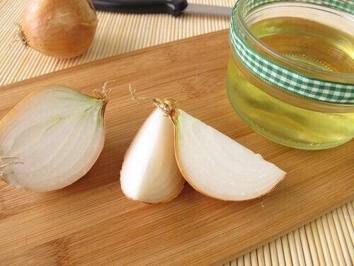 Rimedio di cipolla e olio di argan contro la caduta dei capelli
